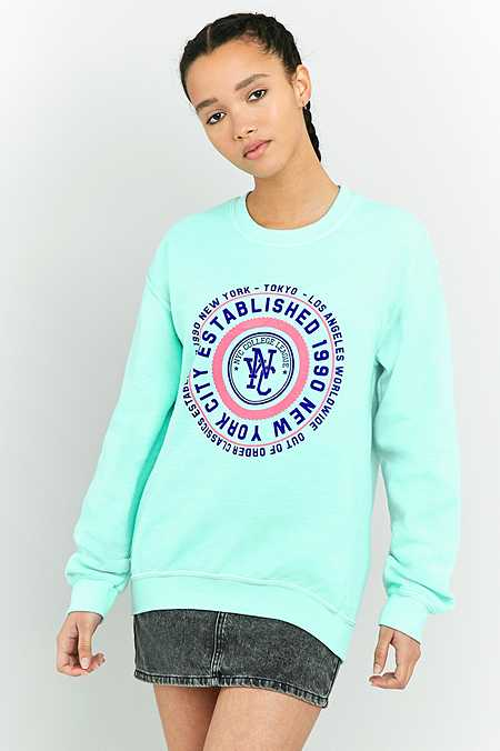 """BDG – Sweatshirt """"NYC"""" in Türkis mit runder Grafik"""