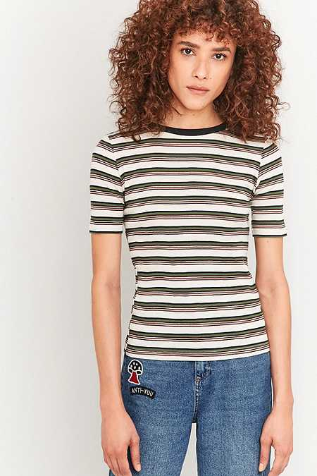 Urban Outfitters – Gestreiftes, geripptes T-Shirt in Creme