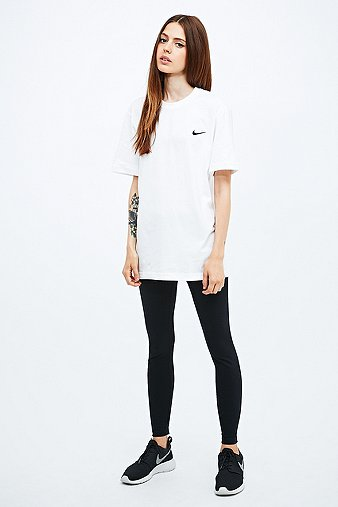 Nike t shirt blanc virgule brod e urban outfitters - Bon de reduction urban outfitters ...