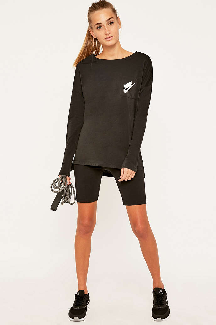 Nike signal tee nourrisson sandales nike for Dos equis t shirt urban outfitters