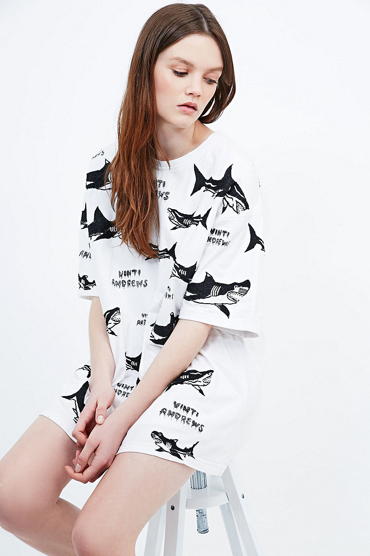 Vinti Andrews Embroidered Shark Tee in White