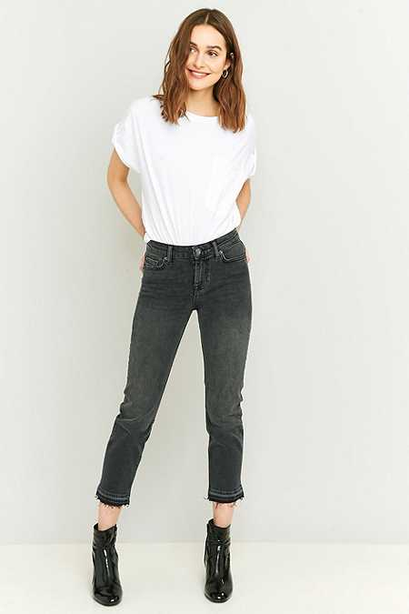 BDG Axyl Worn Black Cropped Slim Straight Jeans