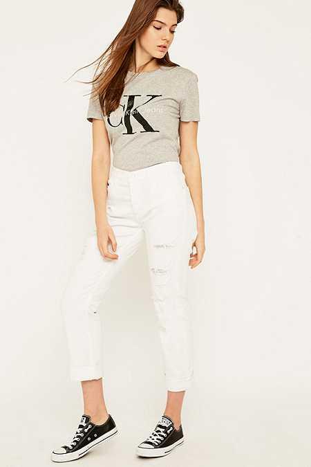 Calvin Klein Jeans – Enge Boyfriend-Jeans in Weiß