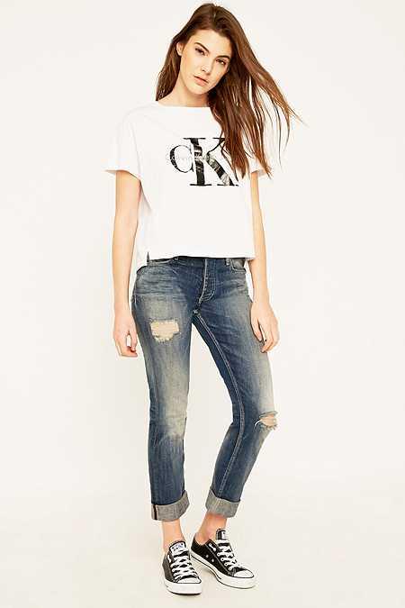 Calvin Klein – Boyfriend-Slim-Jeans in Blau mit Rissen