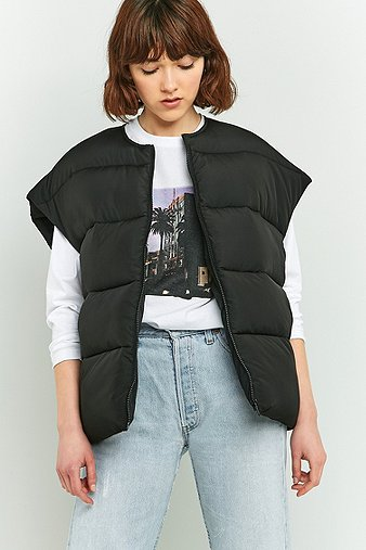 Light before dark printed sleeveless cropped puffer jacket - Bon de reduction urban outfitters ...