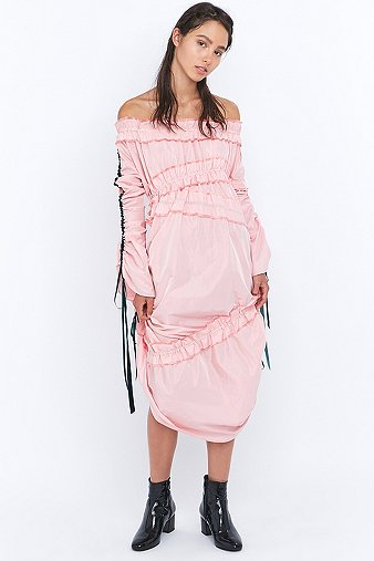 Angel chen gathered long sleeve pink midi dress urban - Bon de reduction urban outfitters ...