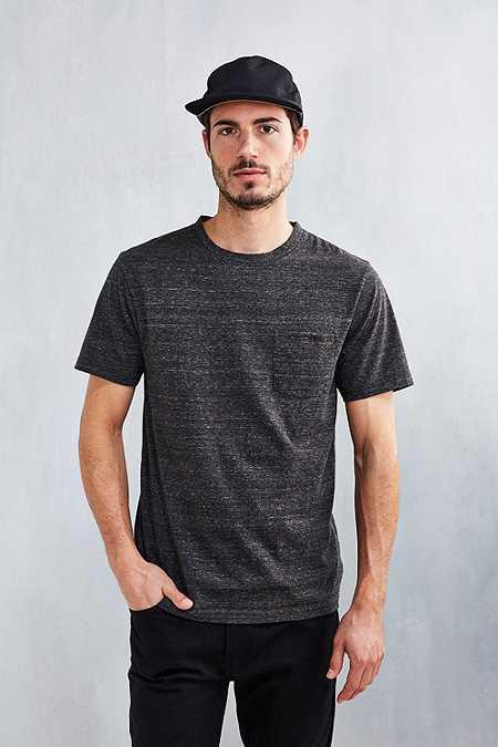 UO - T-shirt Galaxy avec poche noir délavé