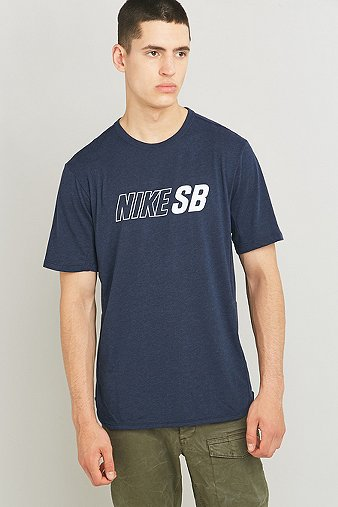Nike t shirt sb skyline dri fit cool bleu marine urban for Dos equis t shirt urban outfitters
