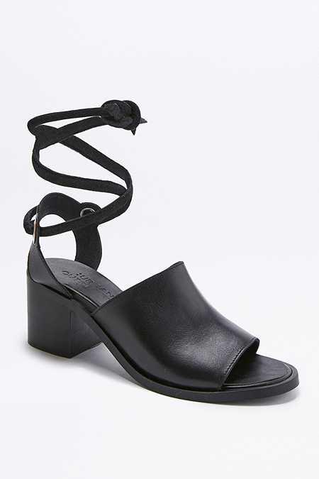 Chaussures à talons Laura noires à empeigne haute