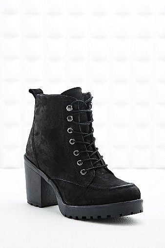 tarnished heeled hiking boots in black outfitters
