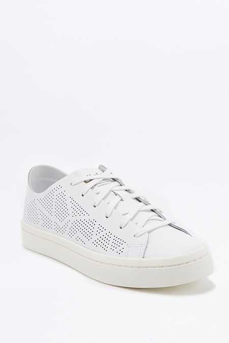 adidas Originals - Baskets Court Vantage blanches à découpes au laser
