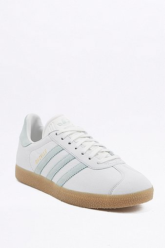 adidas originals baskets gazelle vintage blanches et vertes urban outfitters. Black Bedroom Furniture Sets. Home Design Ideas