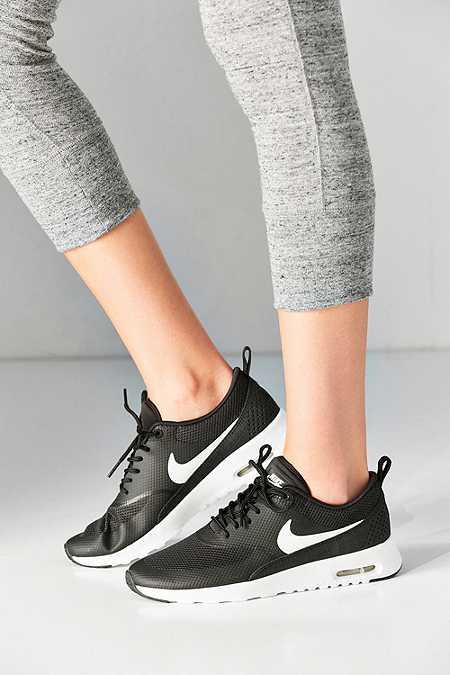 Nike - Baskets Air Max Thea noires et blanches
