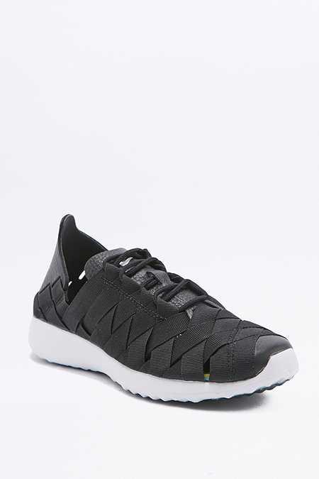 Nike - Baskets Juvenate en tissé noires