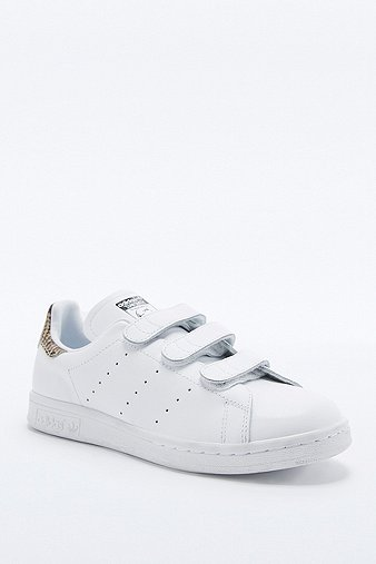 adidas originals white snake velcro stan smith trainers urban outfitters. Black Bedroom Furniture Sets. Home Design Ideas