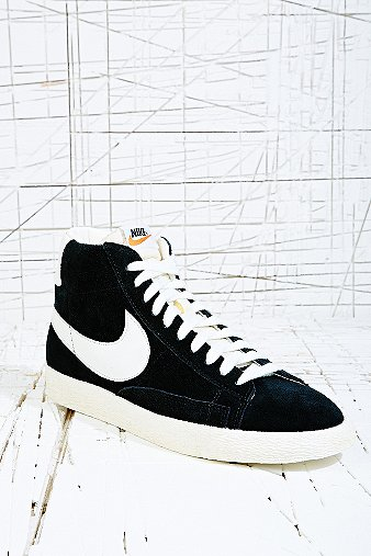 Nike Blazer Suede Mid Trainers in Black