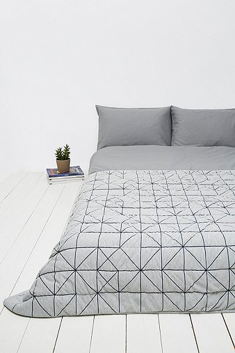 couvre lit lignes bleu marine urban outfitters. Black Bedroom Furniture Sets. Home Design Ideas