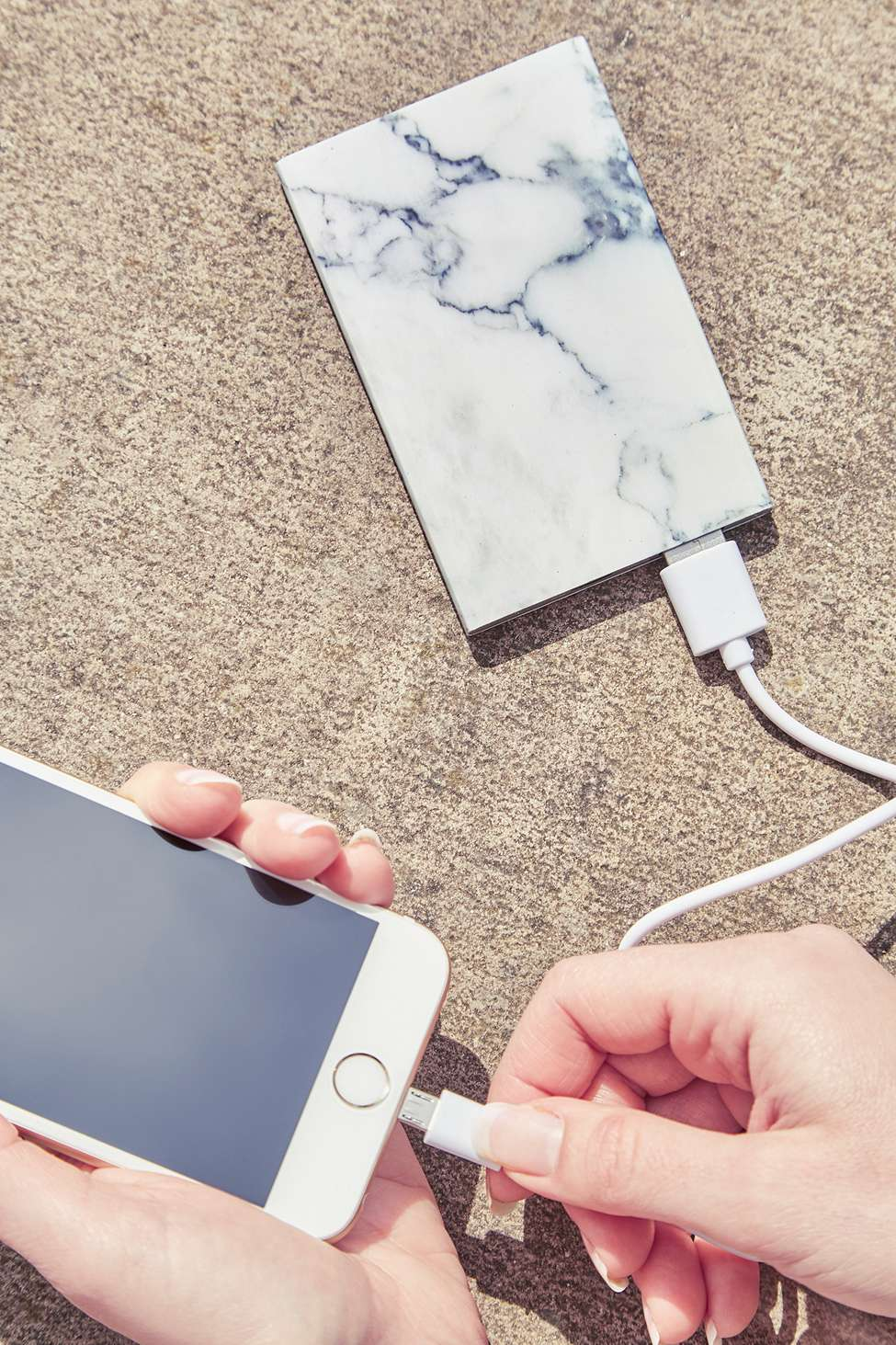 chargeur marbre urban outfitters