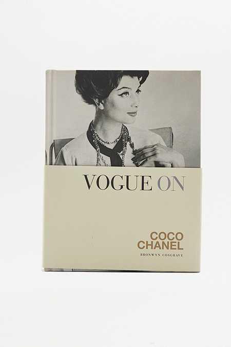 Livre Vogue on Chanel