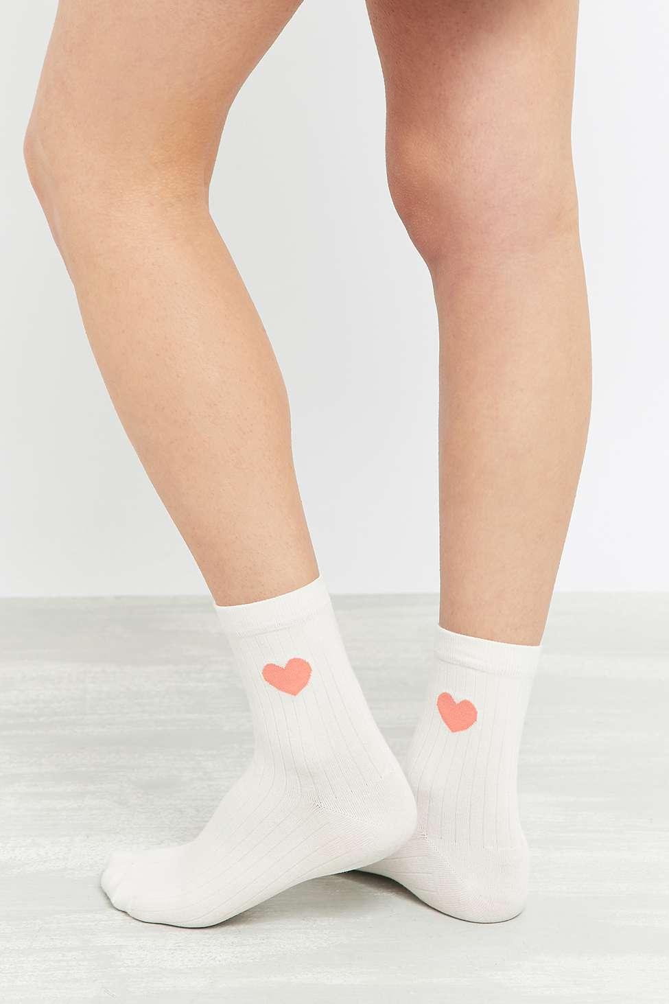 Chaussettes à motif coeur Urban outfitters