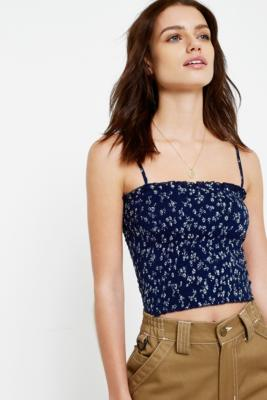 Urban Outfitters – Gesmoktes Camisole In Marineblau Mit Zartem Print by Urban Outfitters