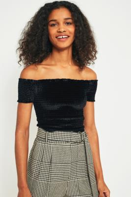 Light Before Dark - Light Before Dark Bardot Velvet Smocked Off-the-Shoulder Top, Black
