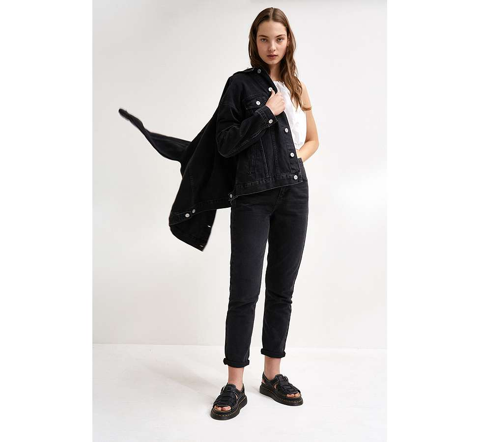 Slide View: 2: BDG – Boyfriend-Jeansjacke in Schwarz