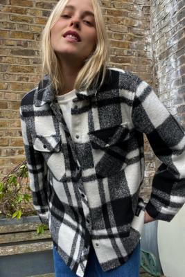 UO - Veste chemise\u00a0à carreaux monochrome\u00a0 - Urban Outfitters - Modalova