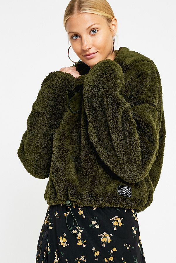 Slide View: 1: UO Fluffy Teddy Cropped Hoodie