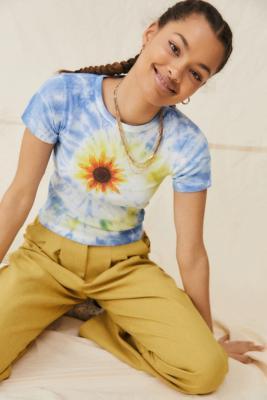 UO - T-shirt court tie-dye à imprimé tournesol - Urban Outfitters - Modalova
