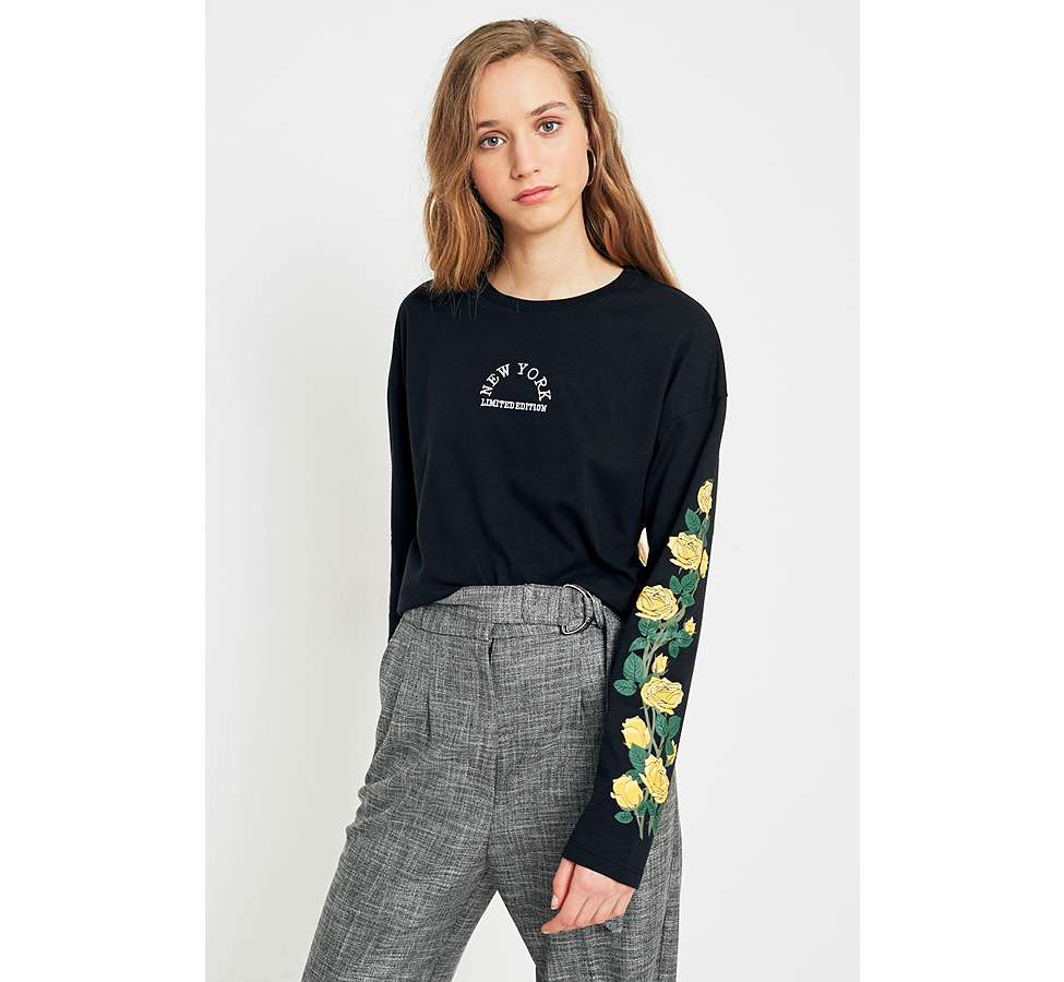 Slide View: 1: Urban Outfitters - T-shirt New York manches longues à motifs roses