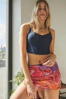 UO - Mini-jupe ultra courte en voile imprimé poisson koi - Urban Outfitters - Modalova