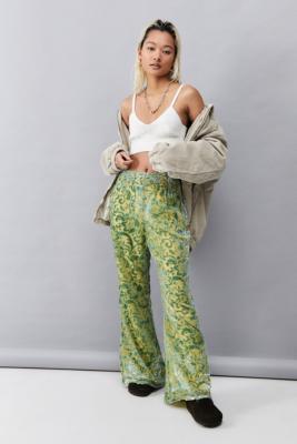 UO\u00a0Londres - Pantalon évasé en velours effet dévoré - Urban Outfitters - Modalova