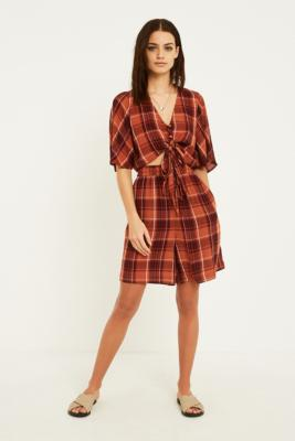 Urban Outfitters– Lange, Karierte Boardshorts In Rostrot by Urban Outfitters Shoppen