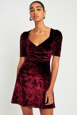 Pins and Needles - Pins  &  Needles Sweetheart Neckline Velvet Fit-and-Flare Dress, Maroon