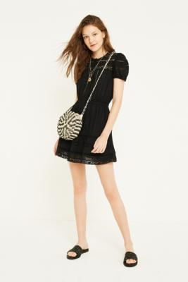 Uo   Robe Boutonnée Luna Au Crochet by Urban Outfitters