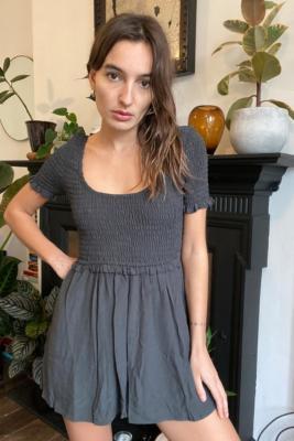 UO - Combishort smocké Lydia noir - Urban Outfitters - Modalova