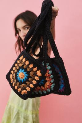 UO - Sac bandoulière carré en crochet - Urban Outfitters - Modalova