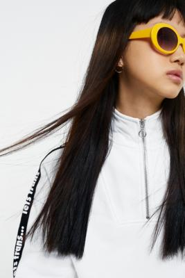 Ovale, Robuste Sonnenbrille Im 90er Style by Urban Outfitters