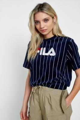 fila t shirt avec logo en velours fines rayures urban outfitters. Black Bedroom Furniture Sets. Home Design Ideas
