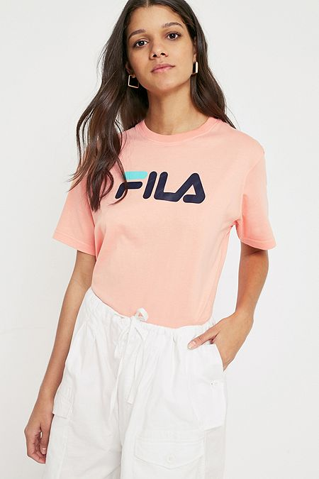 fila hauts pour femme tee shirts pull over urban outfitters. Black Bedroom Furniture Sets. Home Design Ideas