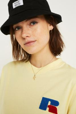 Russell Athletic   T Shirt à Logo Jaune by Urban Outfitters