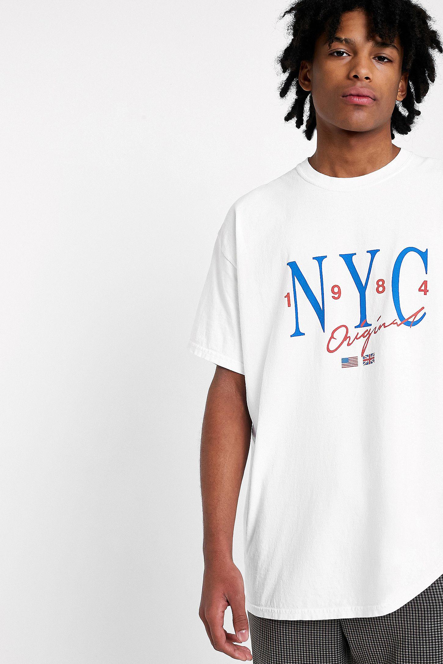 """Urban Outfitters – T-Shirt """"NYC"""" in Weiß mit verwaschener Grafik ... 07601859f9d"""