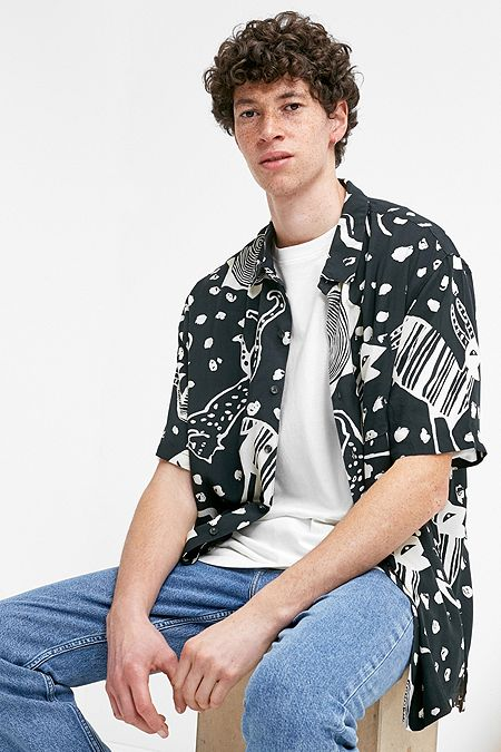 UO  80s Black Doodle Print Short-Sleeve Shirt ab26a622b95f7