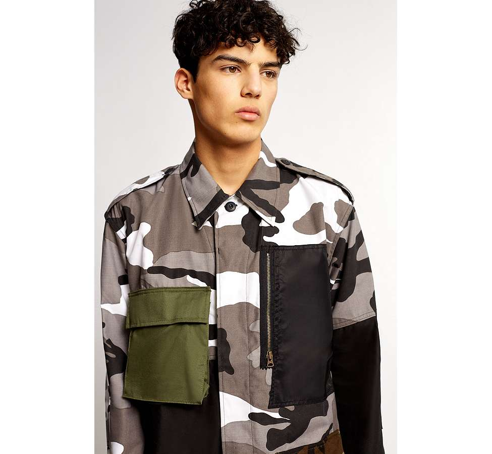 Slide View: 3: Liam Hodges X UO – Jacke in Camouflage in Grau