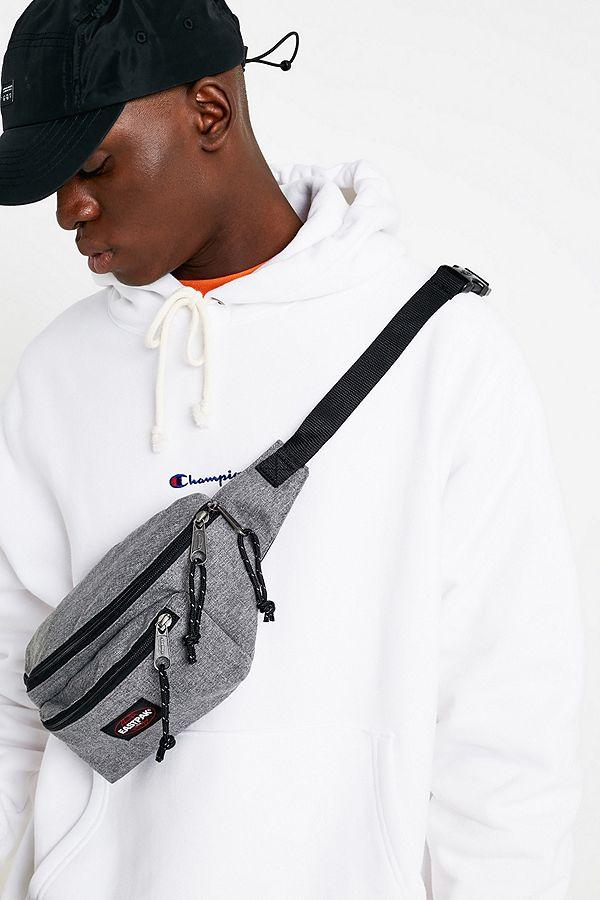 Eastpak Gris Sac Doggy Fr Bag Outfitters Urban Bandoulière TrSTqn1