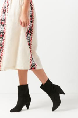 Urban Outfitters - Short Scrunch Boots, Black