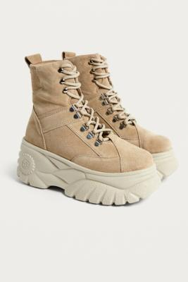 """Urban Outfitters– Stiefel """"Tia"""" Mit Hoher Plateausohle by Urban Outfitters Shoppen"""