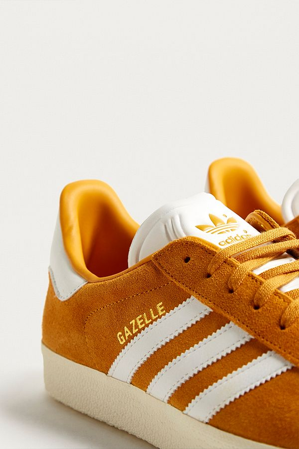 Slide View: 3: adidas Gazelle Gold Suede Trainers