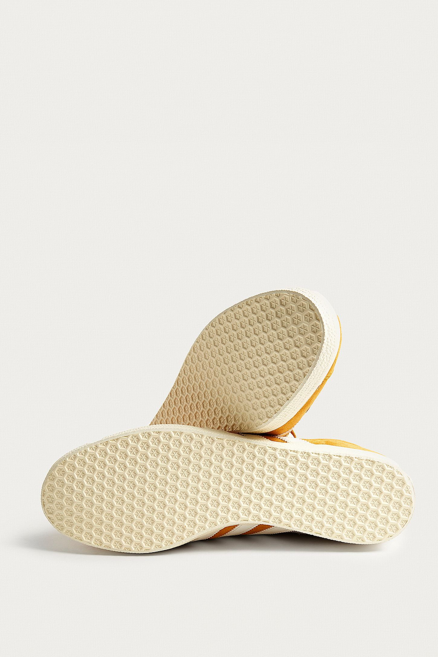 Slide View: 5: adidas Gazelle Gold Suede Trainers